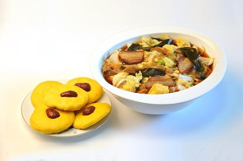 大锅菜枣饼子